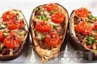 Печени патладжани пълнени с кайма, моцарела и чери домати на фурна